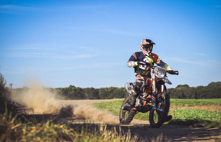 Comment bien coller son kit déco motocross ?
