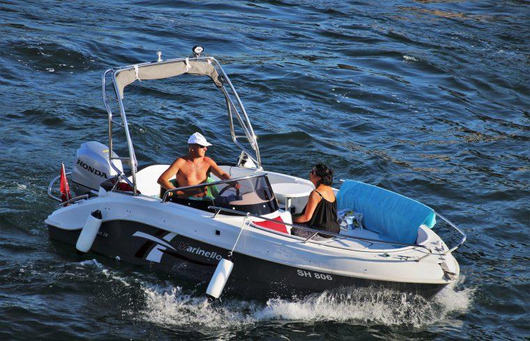 Passez vos vacances sur un bateau à moteur !