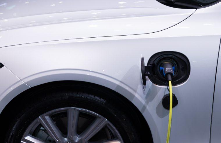 Quel est le coût de recharge d'une voiture électrique à domicile?